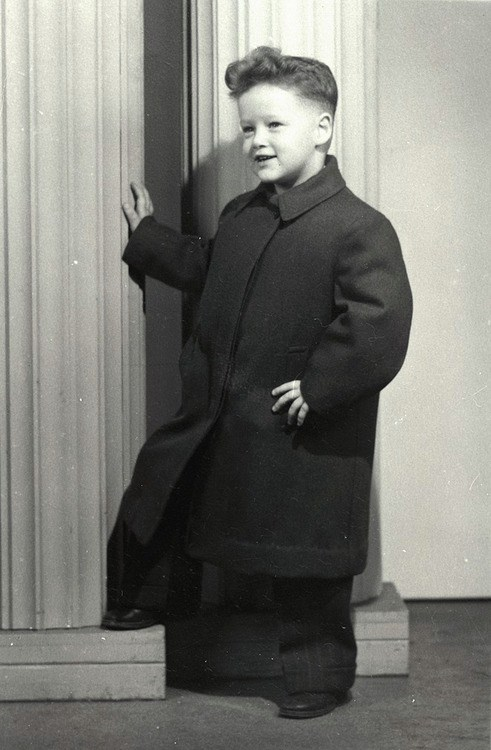 At the time of the photo, President Clinton was 4 years old. His father died before he was born, and he lived with his maternal grandparents for several years while his mother attended nursing school. President Clinton credits his grandfather, James Eldridge Cassidy, with instilling in him a love for learning, teaching him to read as a child.